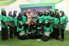 BUK-Graduating-STEM-students-with-the-MDCEO-REAMrs.-Damilola-Ogunbiyi-and-Head-of-the-Energizing-Education-Programme-Mrs.-Anita-Otubu
