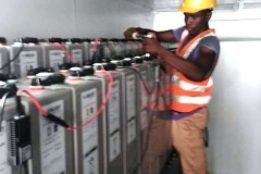 Tightening-of-storage-battery-terminal-in-container-3