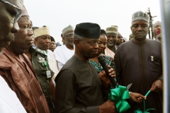 H.E-Vice-President-Yemi-Osinbajo-SAN-GCON-cutting-the-ribbon-officially-commissioning-the-EEP-solar-hybrid-proj